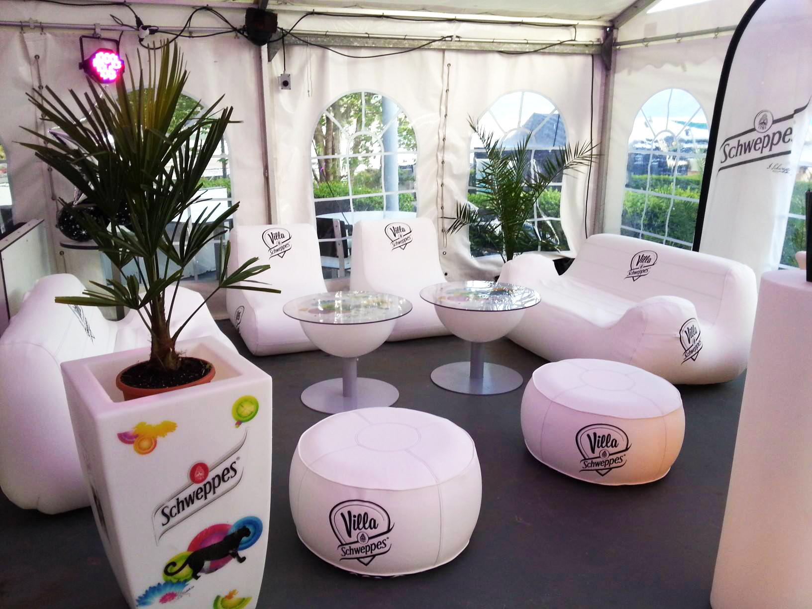 Villa Schweppes, mobilier, gonflable, haut de gamme, fauteuil, canapé, pouf